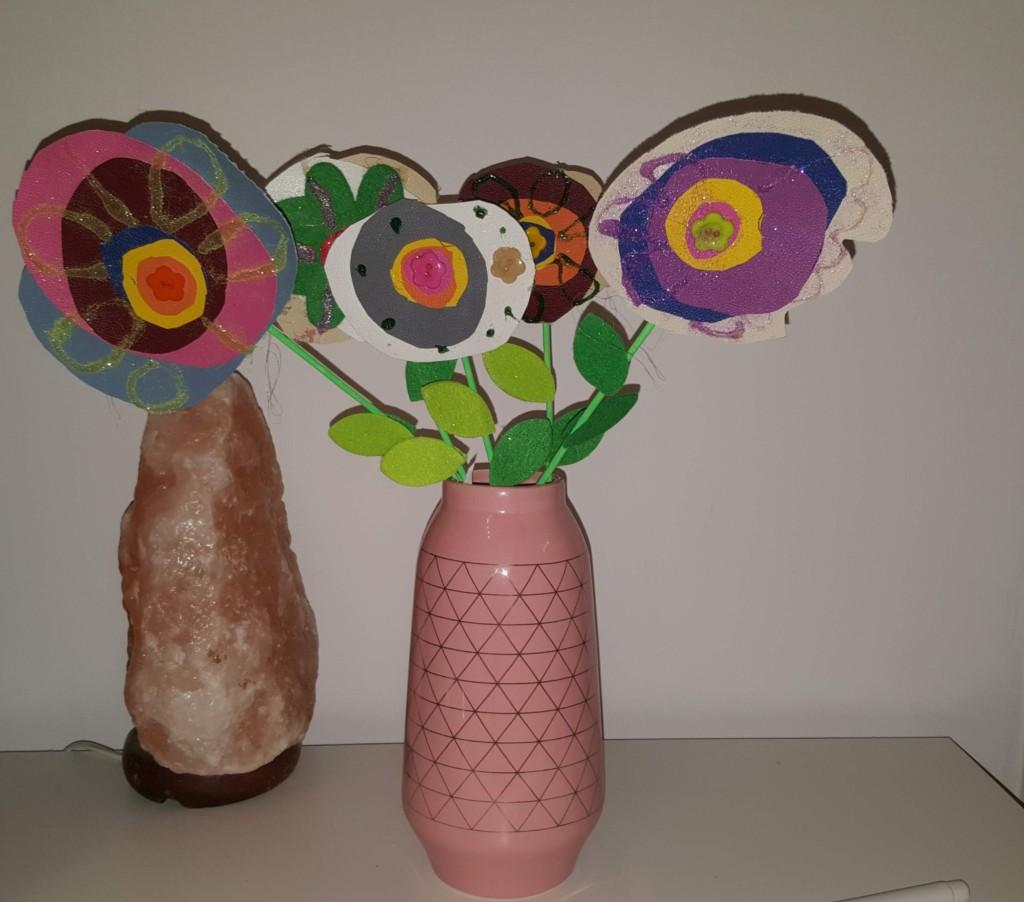 vază cu flori decorative