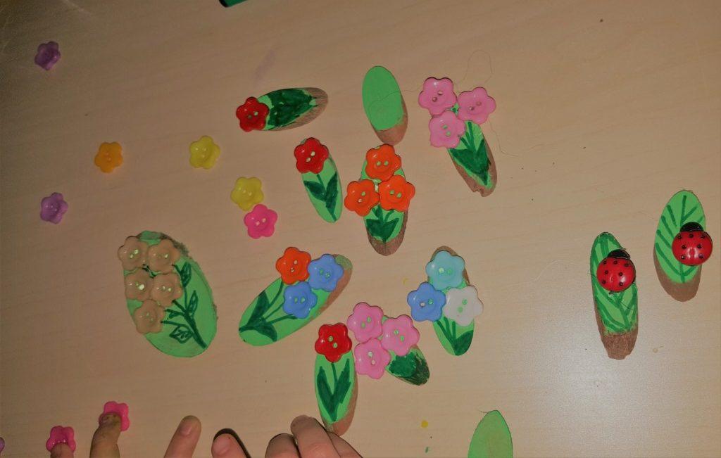 Mărțișoare cu flori și buburuze