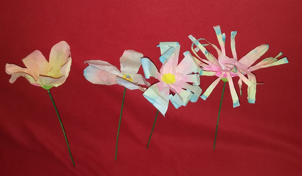 Flori din hârtie de filtru pentru cafea