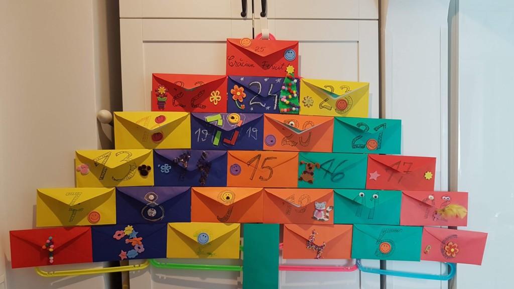Plicuri colorate și decorate amuzant