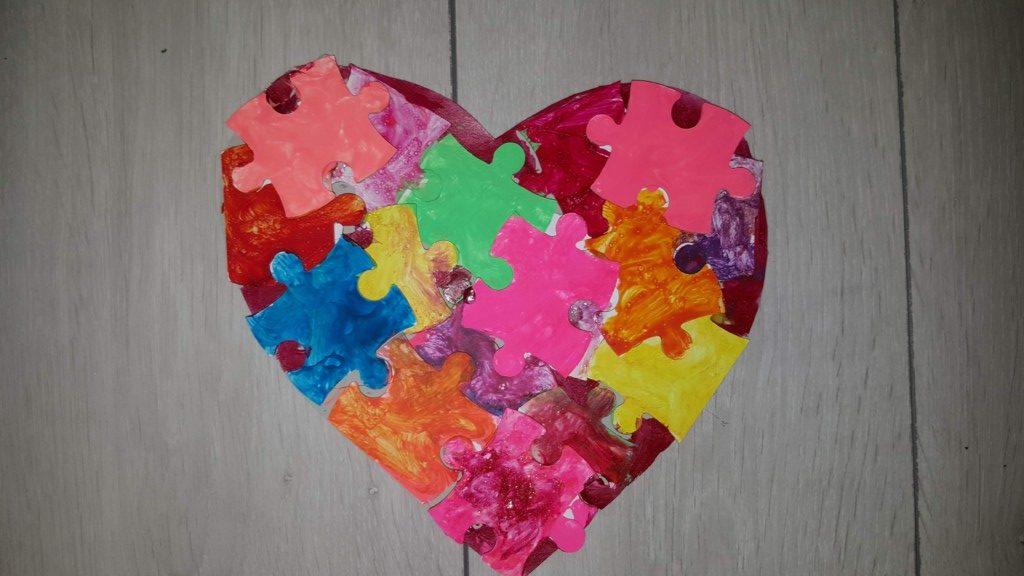 puzzle inimă colorat